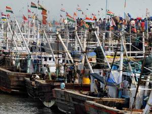 தமிழக மீனவர்கள் மீது மீண்டும் இலங்கை படை தாக்குதல் – கொந்தளிப்பில் கிராமங்கள்