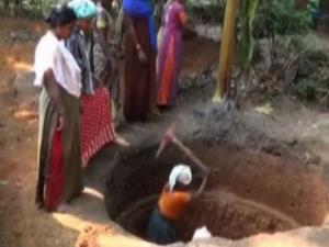 சரமாரியாக 100 கிணறுகளை வெட்டி 20 பெண்கள் செம சாதனை!