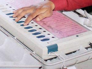 வாக்குப்பதிவு இயந்திர கோளாறு:அனைத்துக்கட்சி கூட்டத்தைக் கூட்ட தேர்தல் ஆணையம் முடிவு!
