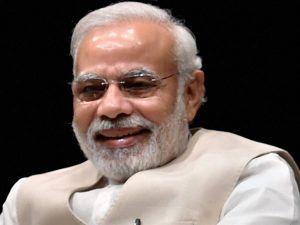 """41.7 மில்லியன் பேர் பாலோ செய்யும் பேஸ்புக் ஹீரோ """"நரேந்திர மோடி"""""""