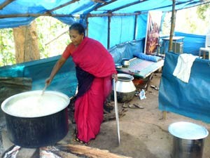 15 Malayalee Muslim Woman Gives Annadhanam Devotees Aid0175.html
