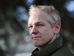 World Julian Assange Media Reaction Balcony Speech
