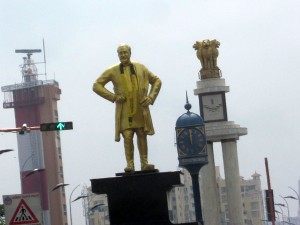 Hc Issues Notice Government On 16 000 Obstructive Statues
