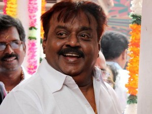 Fb Leader Santhanam Meets Vijayakant