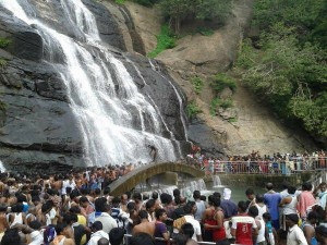 Vips Interrupt Tourists Courtallam