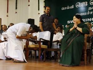 Ops Meets Jayalalitha Poesgarden