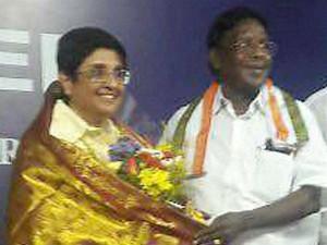 Narayanaswamy Meets Governor Stake Claim