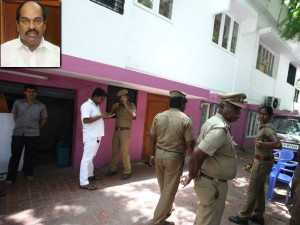 I T Officials Seize Rs 15 Crores From Jagathrakshakan S House