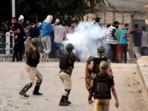 Kashmir Stone Pelting Atleast 3 550 Security Personnel 2300 Hurt