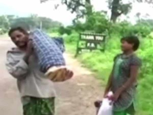Odisha Man Carries Wife S Body 10 Km With Daughter