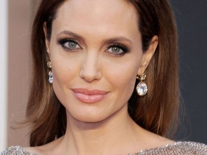 Angelina Jolie Decides Separate From Brad Pitt Files Divorc
