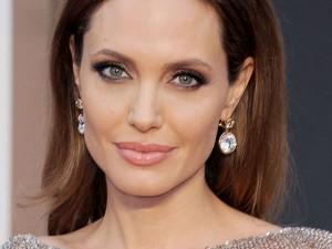 Angelina Jolie Decides Separate From Brad Pitt Files Divorc