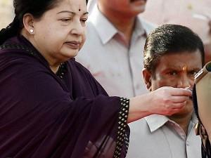 Jaya Gives Medals 126 Policemen