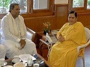 Karnataka Cm Siddaramaiah Meet Governor Request Him Convene Assembly