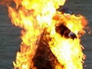 Admk Cadre Sets Self On Fire Jayalalitha