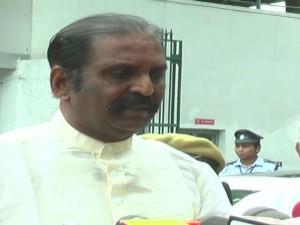 Vairamuthu Visited Jayalalithaa Hospital