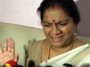 Sasikala Pushpa Backs Opss Slams Ramamohana Rao