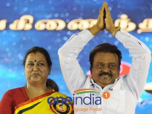 Dmdk Collects Cash Take Photo With Vijayakanth