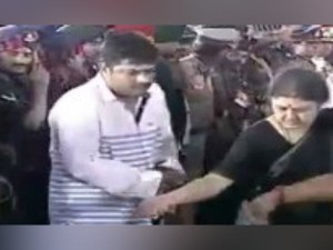 Why Deepak Revolt Against Ttv Dinakaran