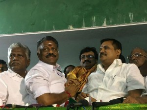 One More Mla Escaped From Sasikala Team