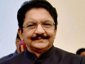 Governor Flies Mumbai