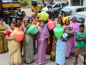 Women Stage Protest With Empty Pots Karur