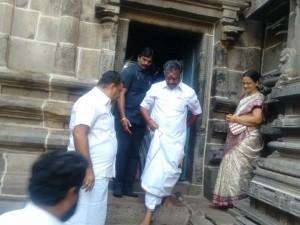 Ops Visits Aandal Templs At Srivilliputhur