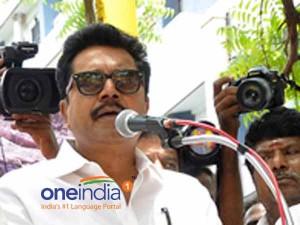 Sarath Kumar Wants Solo Performance