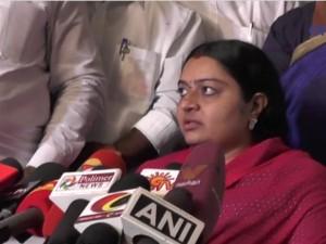 Deepa Slams Sasikala Dinakaran