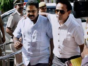 Delhi Cops Hunt More Aides T T V Dinakaran Tamil Nadu