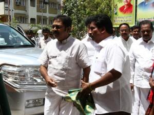 Ttv Dinakaran Absconding From Bengaluru