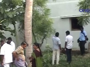 Jewels Looted A Teachers House At Erode