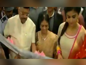 Crowd Gathered Front A Jewellery Shop See Actress Keerthi Suresh