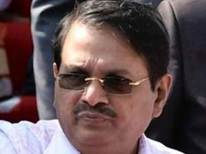 Former Chief Secretary Rammohanarao S Car Driver Died An Accident