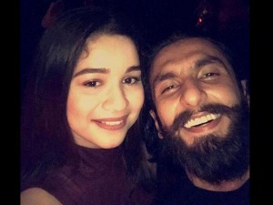 Viral Picture Ranveer Singh Chills With Sachin Daughter Sara Tendulkar