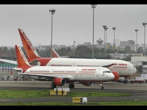 Air India Manager Naveen Kumar Has Provided Food Tamilnadu Workers