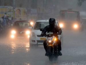 Heavy Rain Hits Chennai Surrounding Areas