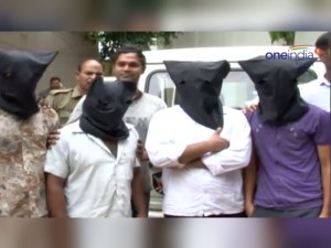 Police Arrested Four Gansters Looting Gold Jewels Tirupati