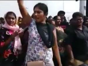 Do You Know Who Is Biggboss Juliana Her Jallikattu Protest Backround