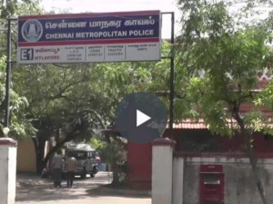 In Chennai Mylapore Three Youngster Roamed With Knife Gun They
