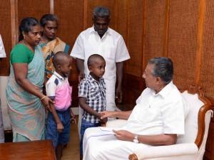 Kerala Cm Pinarayi Vijayan Met Murugan Family