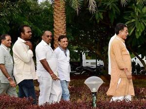 Gujarat Mlas Leave Bengaluru Resort After Week S Stay