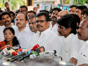 Pro Ttv Dinakaran Mla S Will Shift From Pudhucherry Bengaluru