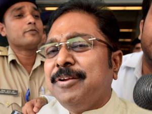 Pro Admk Mlas Thaniyarasu Thamimun Ansari Karunas Supports Ttv Dinakaran
