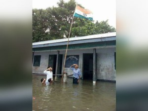 Kamal Praises The Picture Which Shows School Hoisted Flag Flood