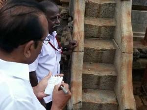 Vaiko Admires The Sculptures Sri Iravatheeswarar Temple At Darasuram