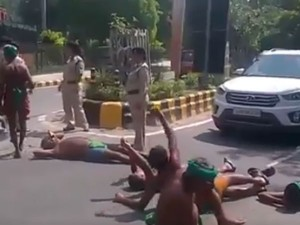 Tamilnadu Farmers Protesting Front Pm S House Delhi