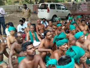 Tn Farmers Protesting At Jantar Mantar Arrested Today