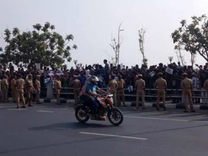 Police Forces Not Allow Any Two Wheelers Marina Service Road
