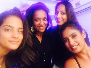 Mithali Is Shows Off Bit Her Cleavage